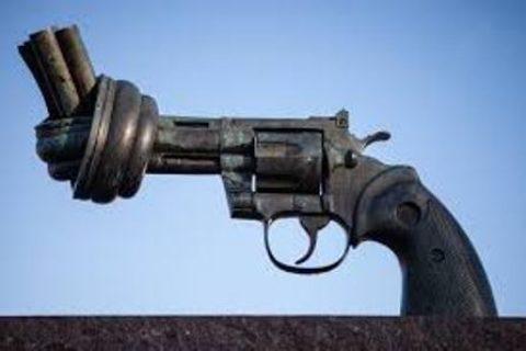Legittima difesa: in caso di tentata rapina, è giusto ricorrere alle armi per difendersi?