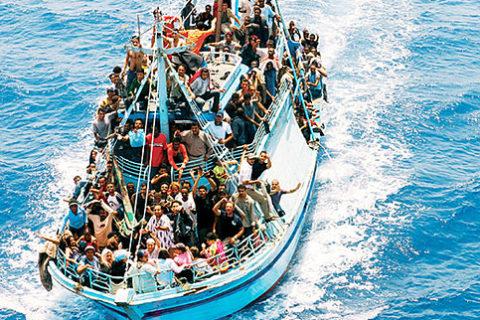 Immigrazione: italiani sempre più divisi tra accoglienza e rifiuto dell'ospitalità